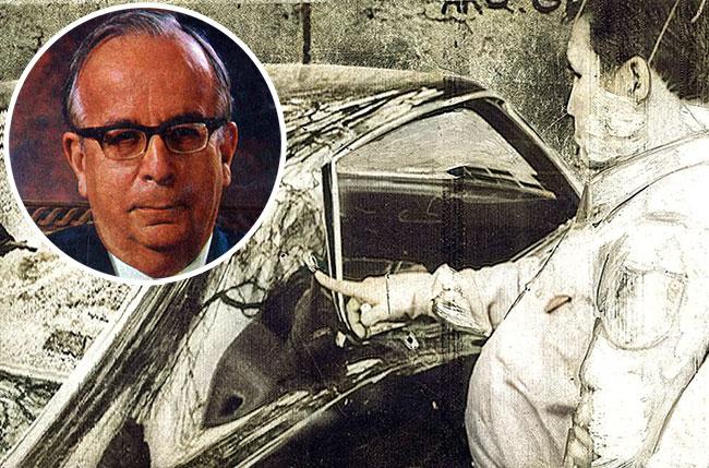 Impactos de balas en el automovil Galaxie de Eugenio Garza Sada.